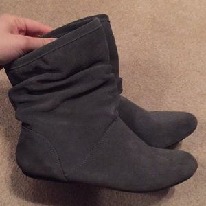 Barely used slouchy grey boot